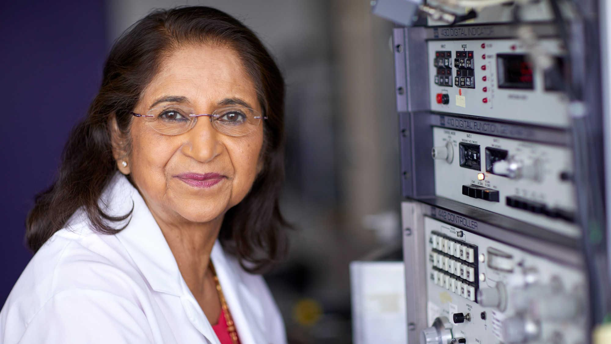 Mulheres na Odontologia: Conheça a premiada química e inventora Dra. Sumita Mitra